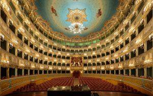 Театър Ла Финиче