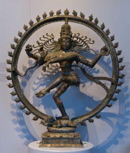 Южнноиндийска статуэтка на Шива, господаря на танца, представляющая създаването и разпръскването на космоса в ритъма на танца. 11 век сл. Хр.