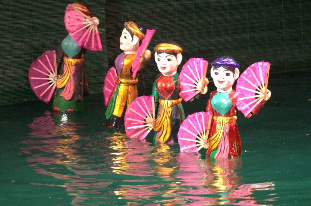 Куклите от виетнамския воден куклен театър