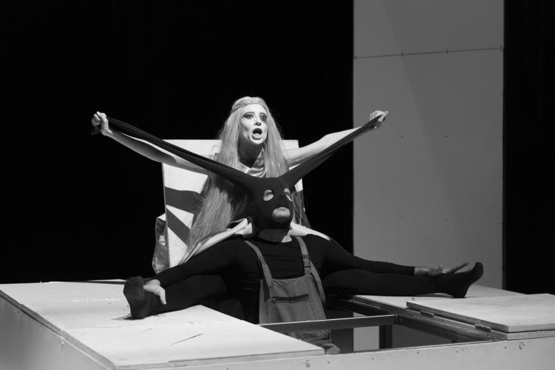 """Сцена от """"Сън в лятна нощ"""" от У. Шекспир, снимка: www.natfiz.bg"""